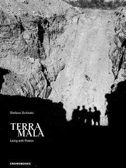 Terra mala. Living with poison. Ediz. italiana e inglese
